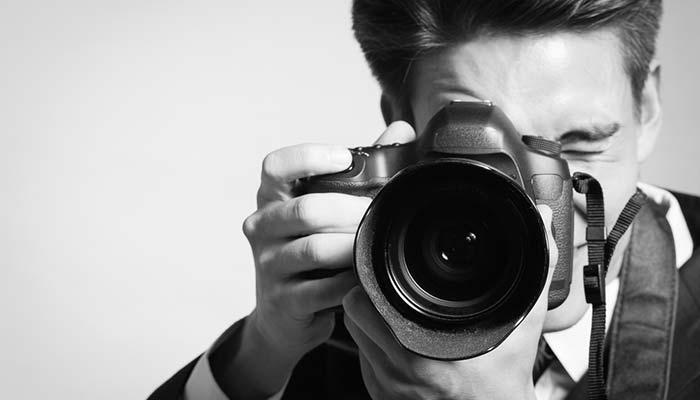 Reduceri aparate foto şi obiective, pînă duminică