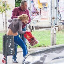 Un penelist bate o femeie în Bistriţa, iar presa îl spală