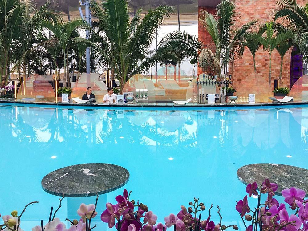 therme-galaxy-indoor-pool-bar