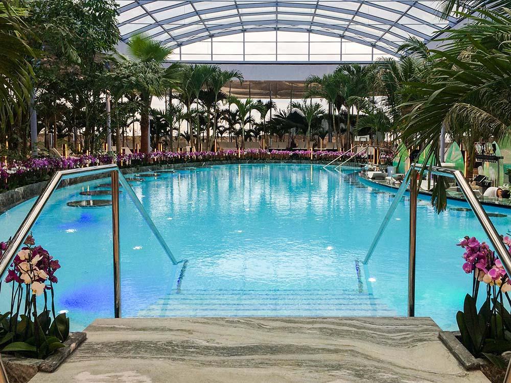therme-galaxy-indoor-pool