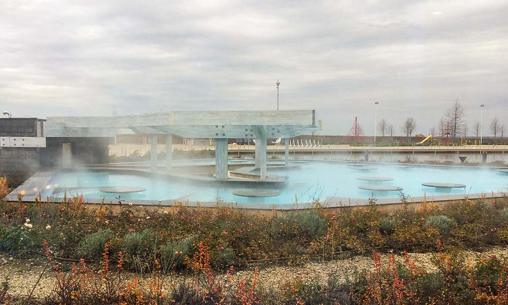 therme-galaxy-outdoor-pool