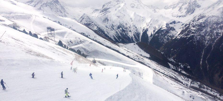 De ce fuge lumea la ski în Austria sau Bulgaria